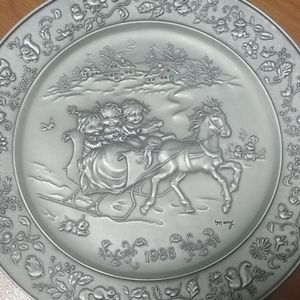 1986 HALLMARK FINE PEWTER CHRISTMAS DECORATIVE.